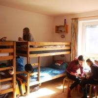 Zimmer mit 3 Etagenbetten